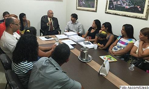 Reitor Paulo Roberto Pinto reuniu com representação dos terceirizados para solucionar o impasse