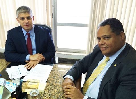 Antonio Brito reunido com o secretário Maurício Barbosa, de Segurança Pública