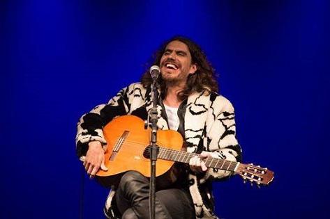 Zéu Britto retorna a Jequié com seu inseparável violão de nylon