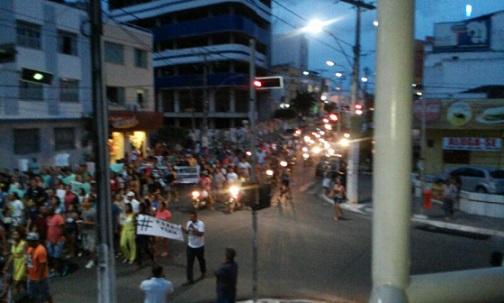 Manifestantes seguiram pela Avenida Rio Branco em direção a Praça Ruy Barbosa