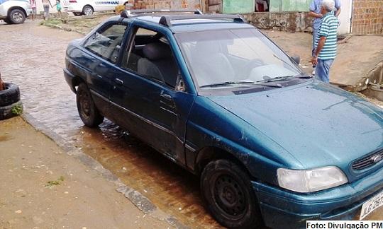 Veículo furtado foi abandonado horas depois