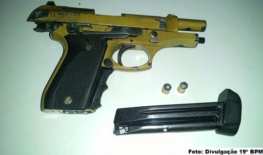 Pistola com carregados e munição que estava em poder dos suspeitos