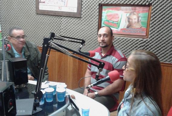 Pastor Jefferson e a missionária Neliene entrevistados no programa de Euclides Fernandes