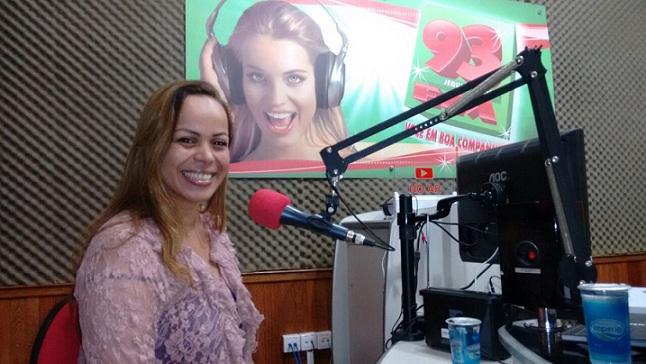 Médica Veterinária jequieense Camila Calheira integra a equipe de Richard R em SP