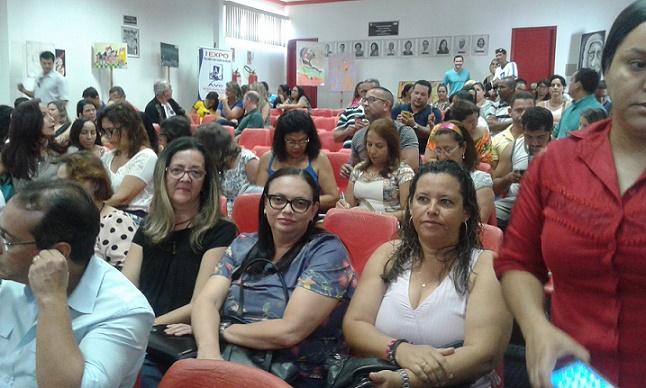 Professores da rede estadual na reunião com o secretário Walter Pinheiro