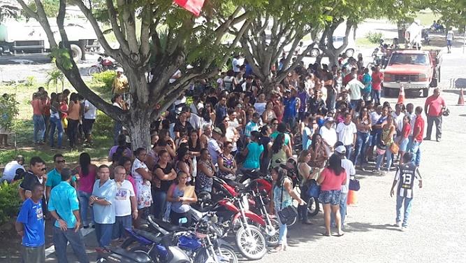 Terceirizados do município suspendem atividades até nova assembleia dia 27