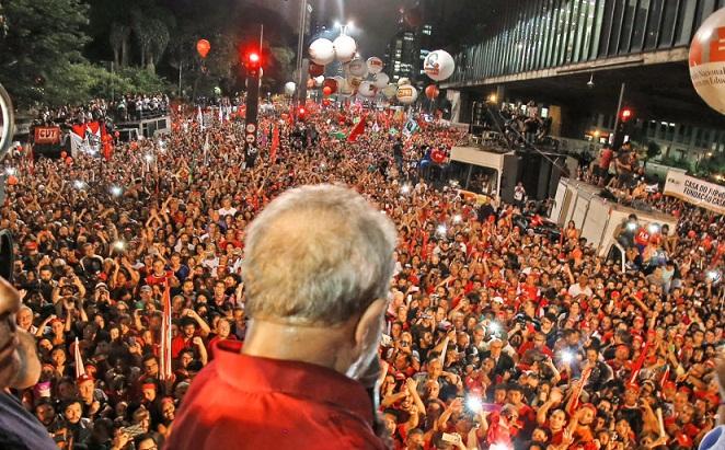 """Lula acusou os meios de comunicação de mentir """"descaradamente"""" e de forma perversa."""