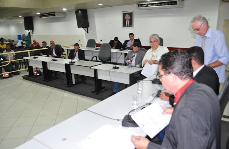 Mesa diretora da Câmara deverá colocar os dois projetos na Ordem do Dia de terça, 20