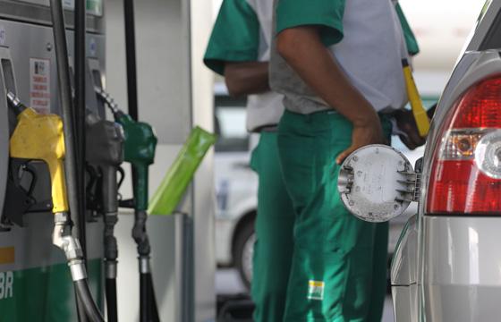 Preço dos combustiveis dispara na vespera dos festejos juninos - Ontem, vários postos da cidade elevaram o litro do combustível de R$ 2,39 para R$ 2,79, uma alta de 16,7% > Crédito: Robson Mendes