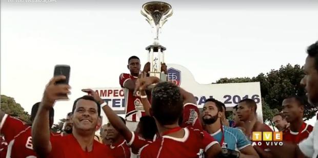 Seleção de Itaberaba comemora o título inédito do Intermunicipal
