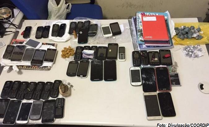 Material recolhido e apresentado na Delegacia de Polícia de Jequié