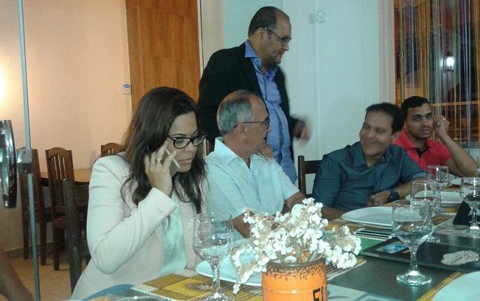 Quitéria com Eures Ribeiro e o Dr. Olival, prefeito de Itagi, no jantar em Jequié
