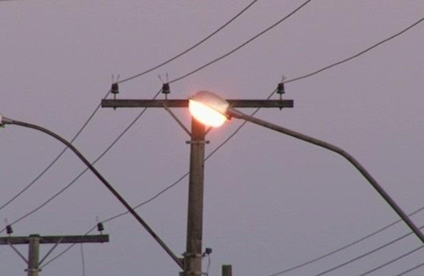 Prefeitura recua no pedido de urgência e propõe debate sobre taxa de iluminação