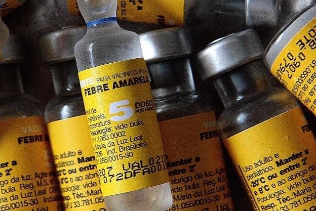 Governo diz não ser necessária corrida aos postos de saúde; garante que estoque de vacina é suficiente