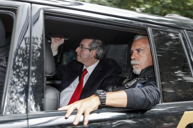 Eduardo Cunha sob escolta da PF levado para depor