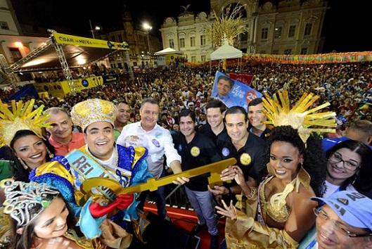 Salvador: Carnaval de Salvador é aberto com Rei Momo recebendo as chaves da cidade