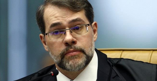 Ministro Dias Tófoli sob suspeição