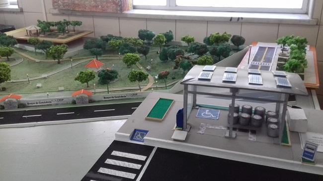Estudantes criam projeto de ponto de ônibus sustentável em Jequié