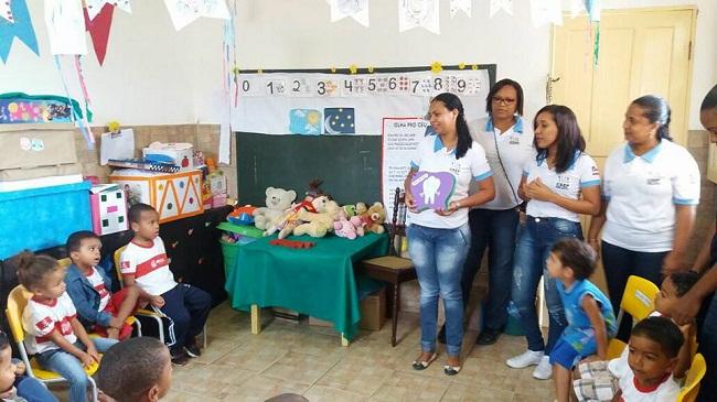 Estudantes do CEEP de Jequié auxiliam crianças no cuidado com a saúde bucal