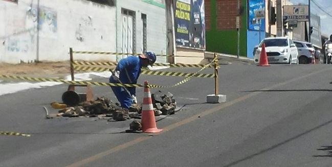 Restaurações em redes de água e esgotos contribuem para danificar pavimento de Jequié