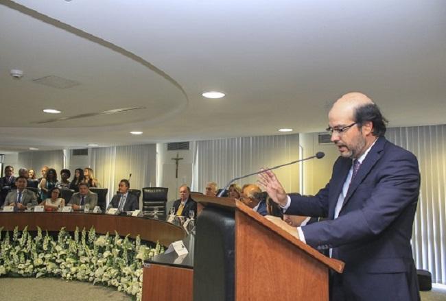 Gildásio Penedo Filho empossado na presidência do TCM-BA