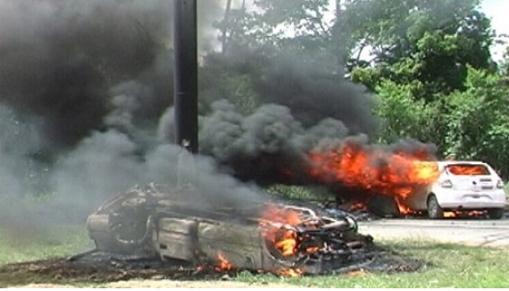 Manifestantes  incendiaram veículos na rodovia (Foto: Gilvan Martins/Blog do Pimenta)