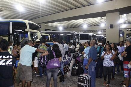 Desde segunda-feira, 16, é intenso o movimento de passageiros na rodoviária de Salvador (foto Almiro Lopes/Correio)