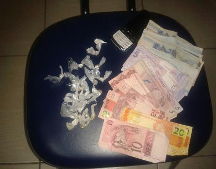 Drogas e dinheiro apreendidos com o menor (divulgação 19º BPM)